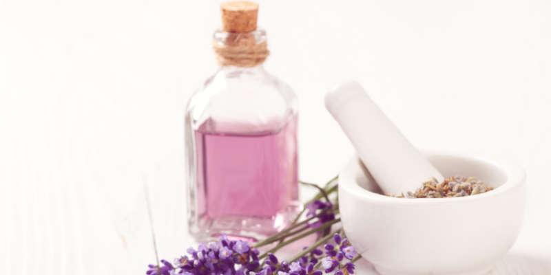Con la maceración el alcohol se consigue un aceite esencial muy aromático
