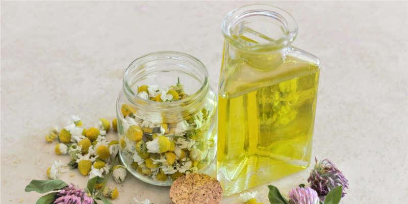 Con la maceración en aceite se obtine un agradable aceite esencial